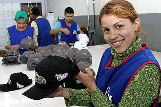 Apucarana fabrica mais de 4 milhões de bonés por mês - Últimas Notícias do  Paraná  266378a0201
