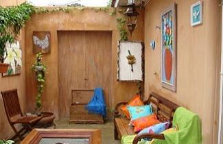 Dep�sito Santa Clara/Reprodu�a - Legenda: �rea externa ganha charme com m�veis em madeira de demoli��o do dep�sito Santa Clara, em Curitiba.