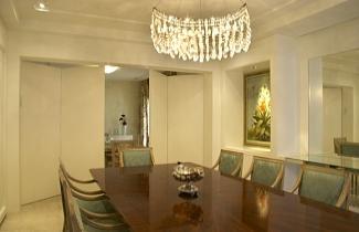 Divulgação - Porta integra a sala de jantar com sala de almoço. Projeto de Samy Dayan.