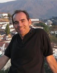 Javier Díaz Gil é poeta, escritor e professor.
