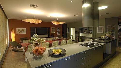 Em alta cozinha gourmet vira a nova sala de estar casa for Sala de estar gourmet
