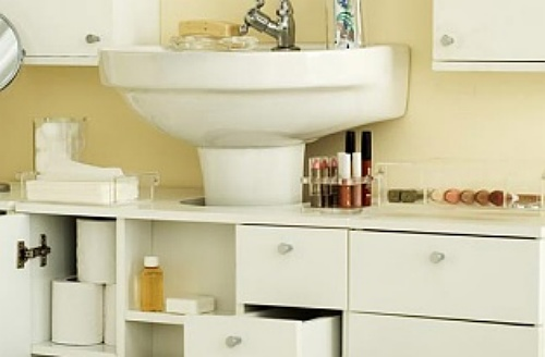 Oito dicas para organizar e ganhar espaço no banheiro  Casa  Bonde O seu p -> Como Instalar Pia De Banheiro Com Coluna Suspensa