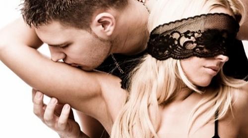 Fantasias: elas querem romance, eles querem sexo em grupo