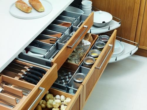 Veja dicas práticas para organizar os armários da cozinha