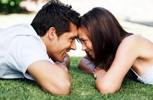 Dez sinais 'entregam' quando um homem está apaixonado