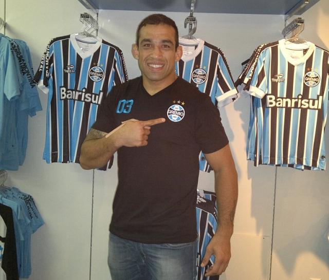 Werdum recebe nova camisa do Grêmio de presente - Últimas notícias ... 10d0c435ac924