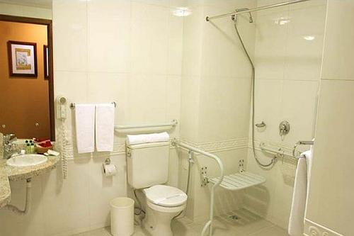 Fabuloso Como adaptar um banheiro para portadores de deficiência física  OM39