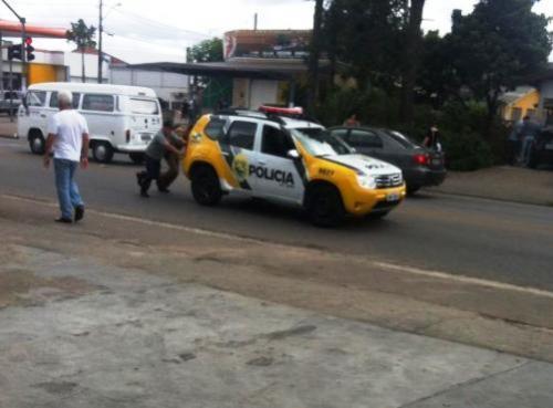 Reprodução/Facebook - Viatura em Curitiba, no bairro Pinheirinho