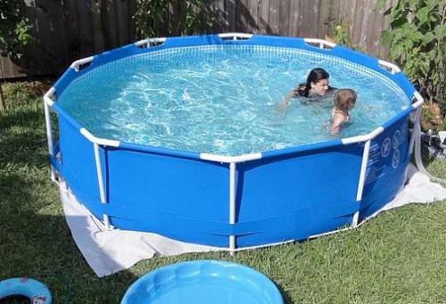 Piscinas de pl stico s o vil s do consumo de gua veja for Plastico para hacer piscina
