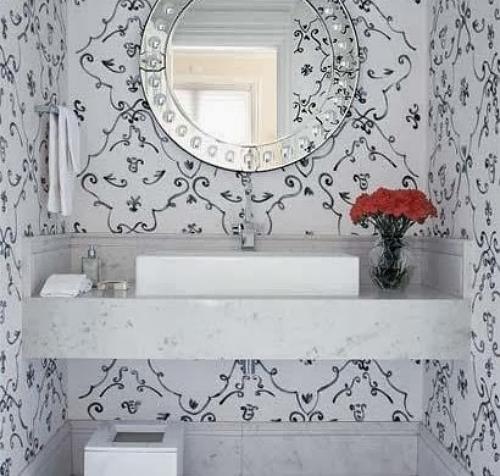Papel de parede confere aconchego e elegância até aos banheiros  Papel de pa -> Banheiro Pequeno Decorado Com Papel De Parede