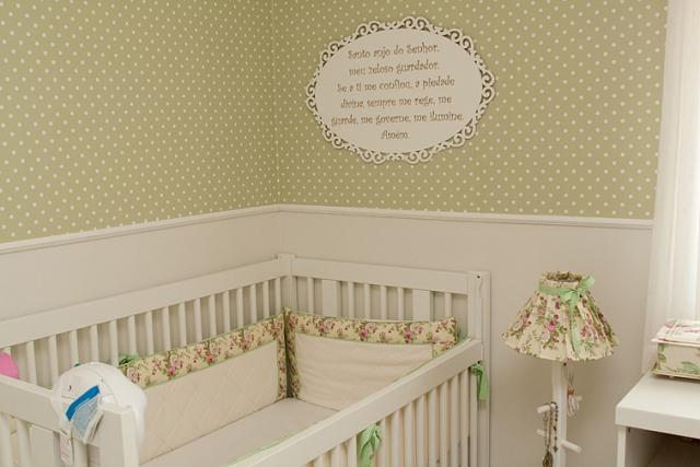 Decoração com poás deixa o quarto do bebê alegre e delicado  Decoração com p