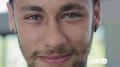 Emocionado, Neymar se despede da torcida brasileira: