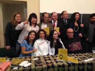 Foto divulga��o - O organizador e alguns dos autores do livro.