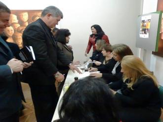 As escritoras e seus leitores, no primeiro plano o advogado e romancista Jocelino Freitas.
