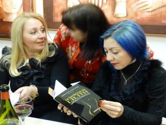 Na foto a escritora Ney Montingelli e a poeta neo simbolista (maravilhosa) Andréia Carvalho Gavita.