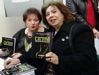 As escritoras Marilena Wolf de Mello Braga e Arriete Rangel de Abreu.