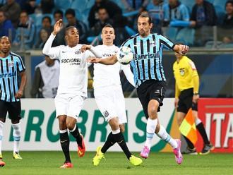 Por racismo, STJD adia partida de volta entre Santos e Gr�mio