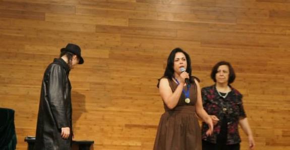 Katia Velo discursando ao receber a Medalha M�rito Cultural.