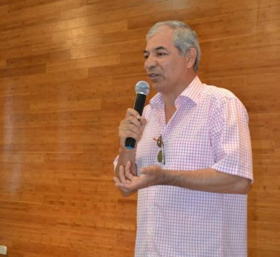 O ator e diretor de teatro Jul Leardini foio mestre de cerim�nia e realizou a leitura de poemas.