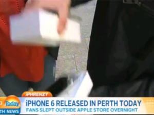 Comprador do 1� iPhone 6 derruba aparelho na TV; assista!
