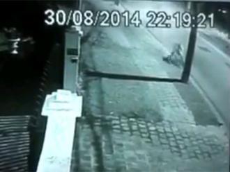 Ciclista perde controle e morre ap�s colidir com poste