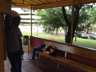 Menina espera pelo Samu por 1h30 em ponto de t�xi em Londrina