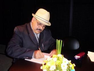 Luiz Calos Brizola � poeta.