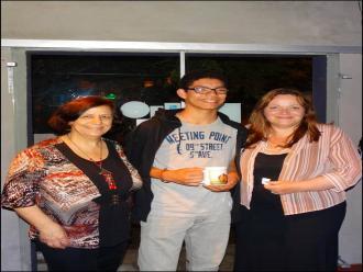 Na foto Isabel Furini com os declamadores Lukas Souza e Vanice Ferreira. Lukas, o mais novo declamador recebeu uma caneca caneca art�stica.