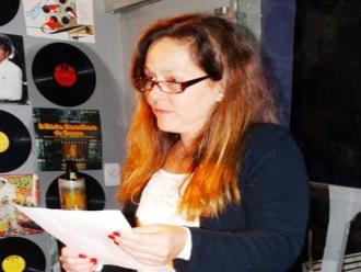 Foto de Arrieta Rangel de Abreu - Hela Maria W.Gomes declamando o poema de sua autoria.