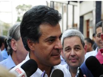 'Estou confiante na vit�ria de Jos� Serra', diz Beto Richa em Londrina; ou�a a gafe!