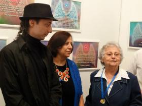 O curador Carlos Zemek, Isabel Furini e a homenageada Ad�lia Parron Alvares.