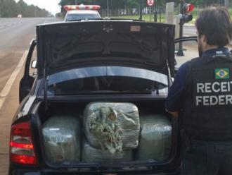 Receita apreende carro de Londrina com rel�gios e �culos contrabandeados