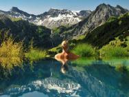 Confira 14 piscinas incr�veis para se refrescar nesse ver�o
