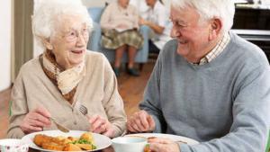 Previna problemas na alimenta��o da pessoa idosa