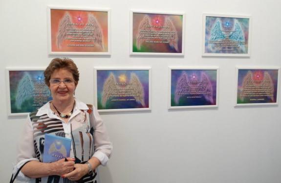 A poeta Susana Arceno Silveira na abertura da exposi��o Anjos e Arcanjos.