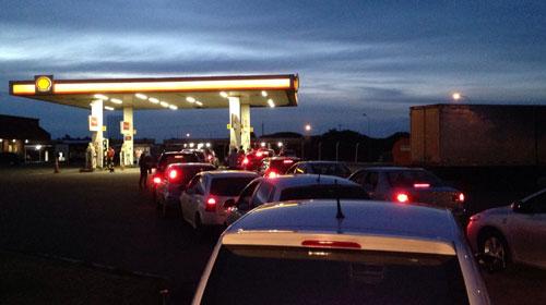 Rafael Fantin/Redação Bonde - Motoristas fazem fila em posto no centro de Arapongas