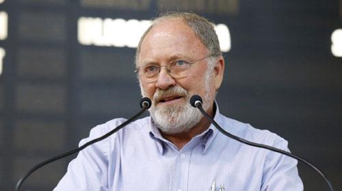 CMM/Divulgação - Padre Zenildo Megiatto durante cerimônia na Câmara de Vereadores de Maringá