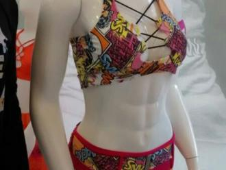 Padr�o de corpo de academias chega �s vitrines com manequins 'bombadas'