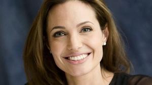 Luta contra o c�ncer: saiba mais sobre a cirurgia preventiva feita por Angelina Jolie