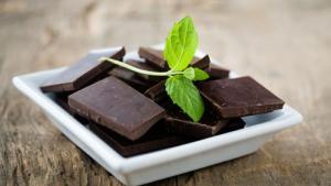 Comer chocolate � noite pode ser a pior hora