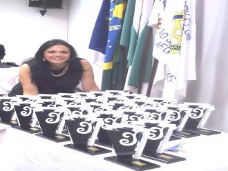 Artista pl�stica, professora e colunista Katia Velo.