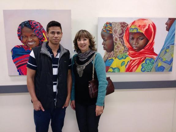 Os artistas Liane Maria e Fabrus na abertura da exposi��o
