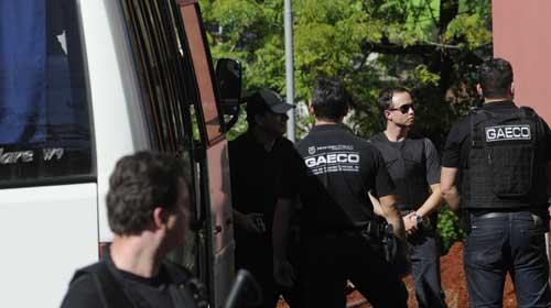 Arquivo Folha - Mais de 60 pessoas já foram presas durante a Publicano dois; no último dia dez, um ônibus da PM foi usado no transporte dos detidos