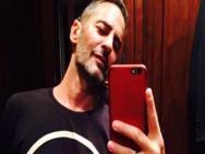 Marc Jacobs se confunde e posta foto pelado