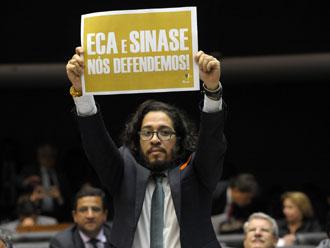 C�mara rejeita PEC da redu��o de maioridade penal por cinco votos