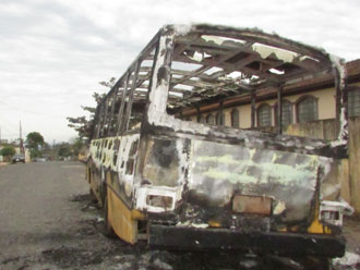 Pol�cia Civil investiga inc�ndio em �nibus de transporte escolar