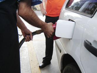 Vereadores aprovam lei que pro�be excesso de combust�vel no tanque