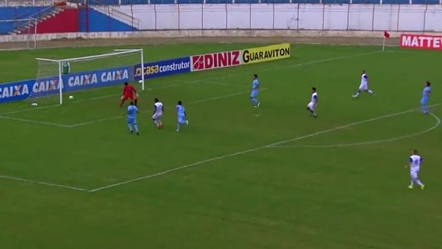 Reprodução/Esporte Interativo - Caique abre o marcador após erro na saída de bola do goleiro Vítor