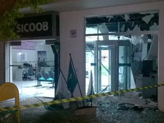 Bando explode tr�s ag�ncias banc�rias na mesma cidade