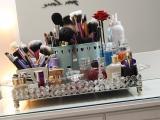 Seis maneiras criativas para organizar sua maquiagem gastando quase nada